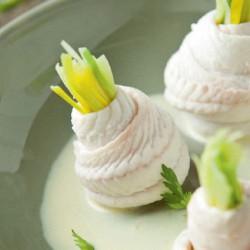 Zeetongrolletjes met prei en botersaus
